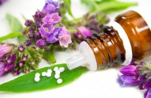 Auch homöopathische Mittel können ergänzend bei einer Zystitis eingesetzt werden.