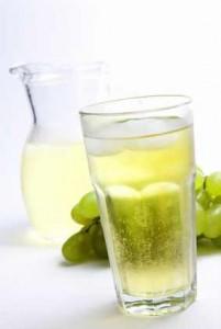 Zu wenig Flüssigkeit lässt Bakterien im Körper.